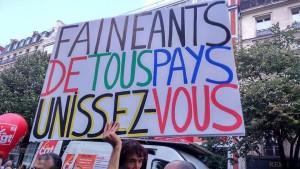 """Militante do Partido Comunista Francês também ironiza Macron: """"Preguiçosos de todo o mundo, uni-vos""""."""