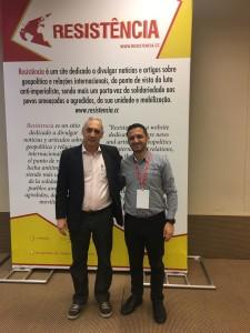 José Reinaldo (esq.) após reunião com o representante do Partido Progressista do Povo Trabalhador (Akel-Chipre) - Elias Demetrious
