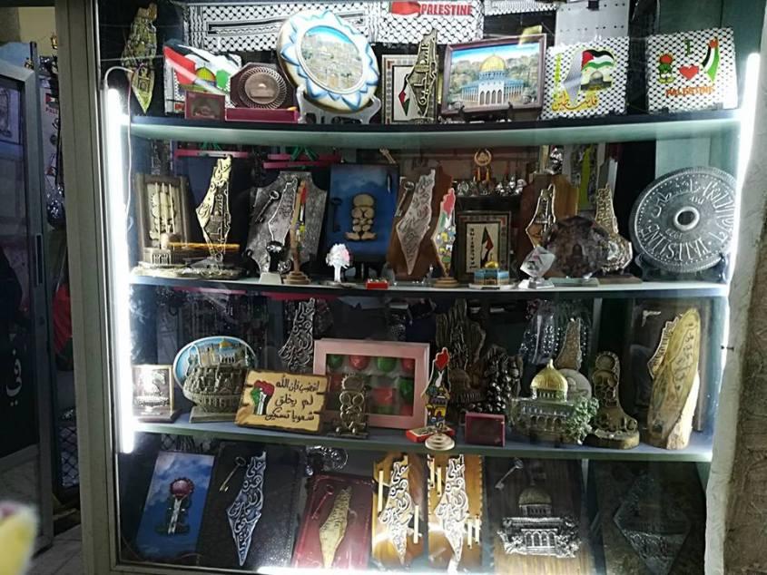 Lembranças em uma loja em Chatila / Foto: Moara Crivelente