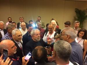 O ex-presidente Lula esteve no 14º Congresso do PCdoB e cumprimentou a delegação internacional presente