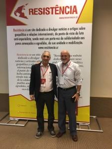 José Reinaldo (esq.) após bilateral com Baudouin Deckers, do Partido do Trabalho da Bélgica