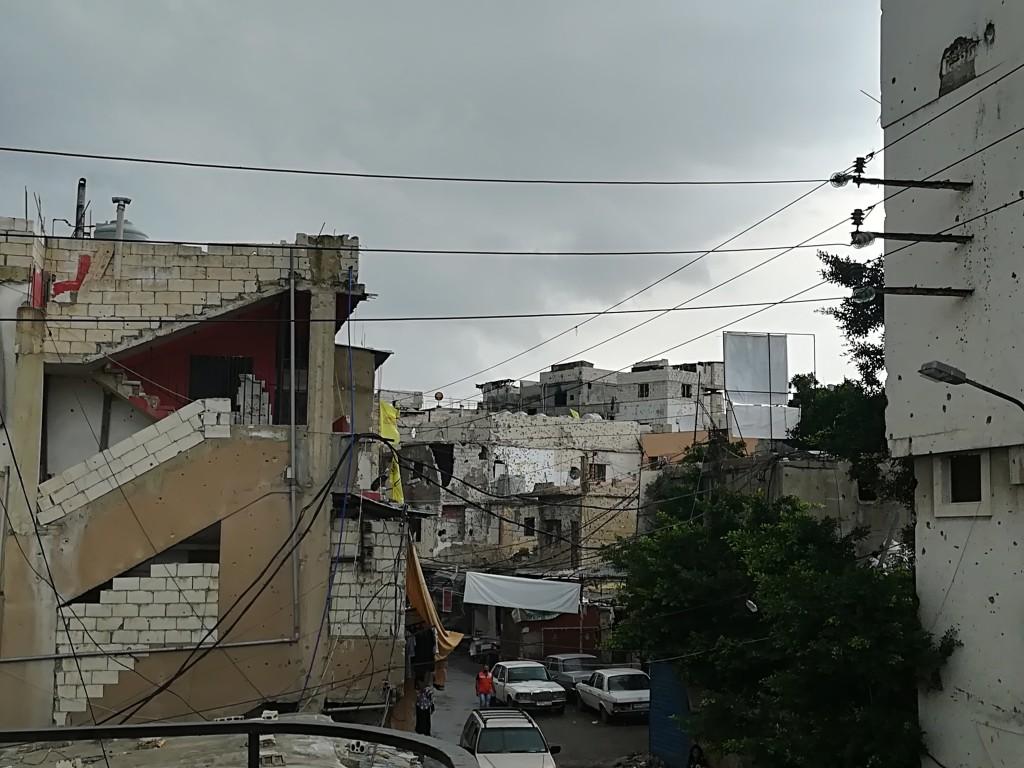 Edifício afetado pelos confrontos, com marcas de disparos / Foto: Moara Crivelente