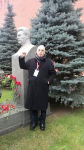 Em frente ao túmulo de Stálin na Praça Vermelha, José Reinaldo presta sua homenagem ao grande revolucionário